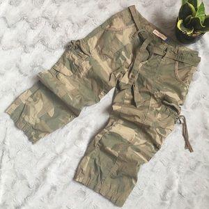 SMART SET   Camo Capris/Shorts